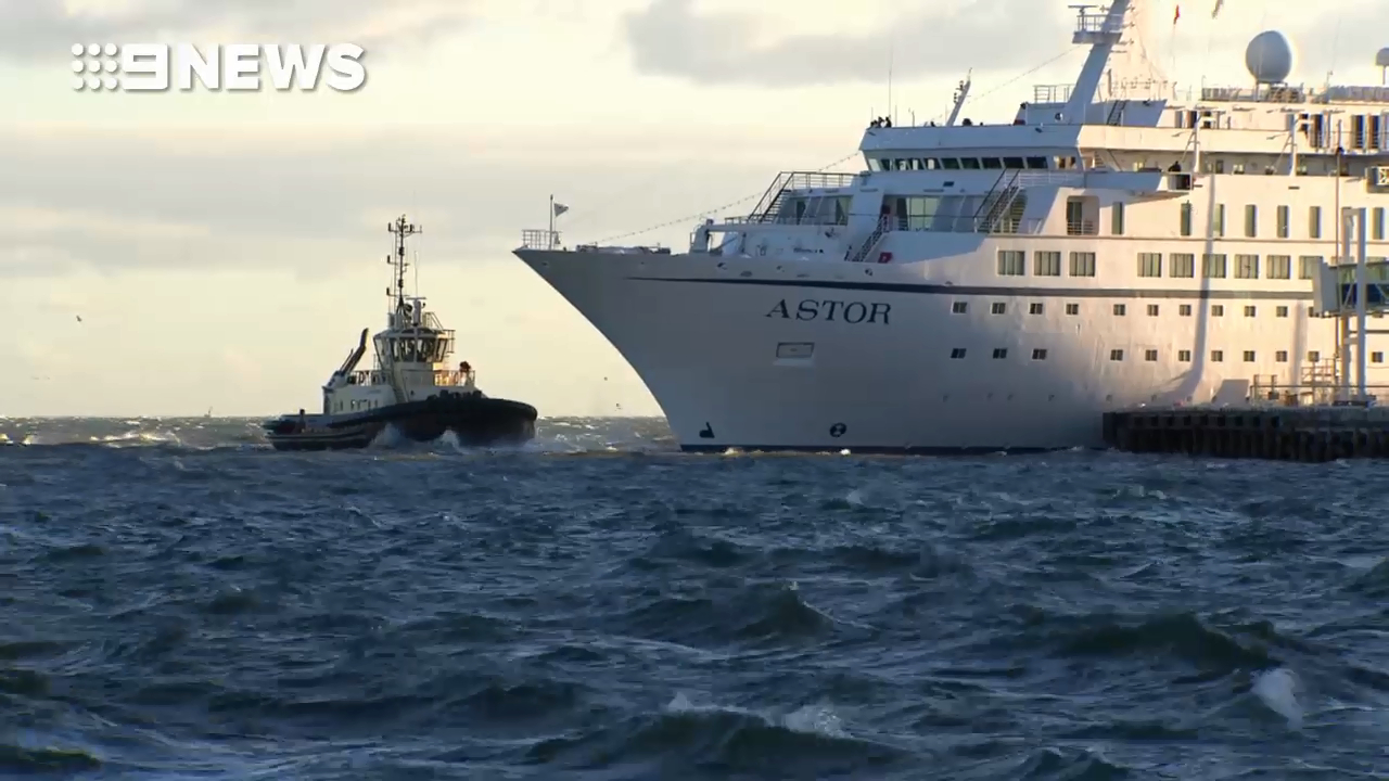 Astor cruise ship buffeted by high winds in Port Melbourne