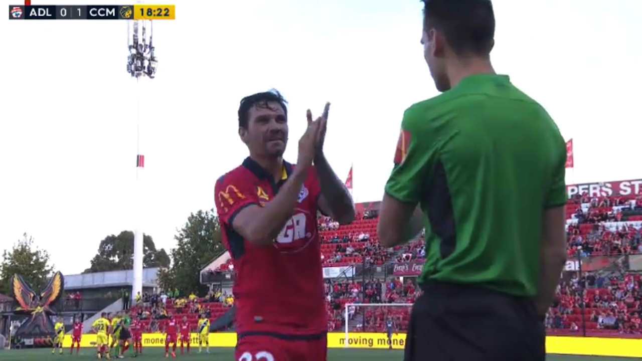 Gulum dishes out sarcastic clap after red card