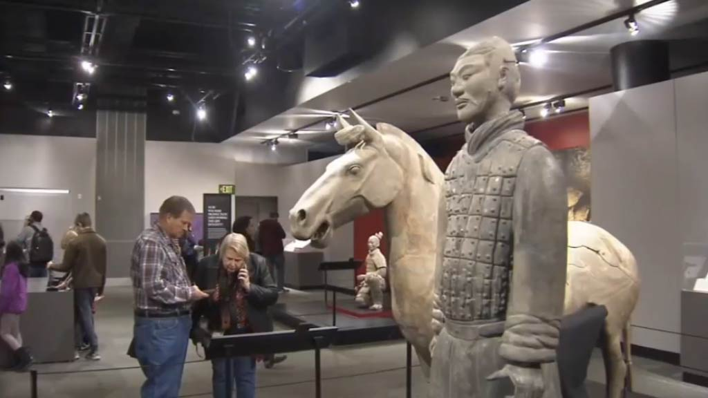 US partygoer steals $5.7m statue's left thumb