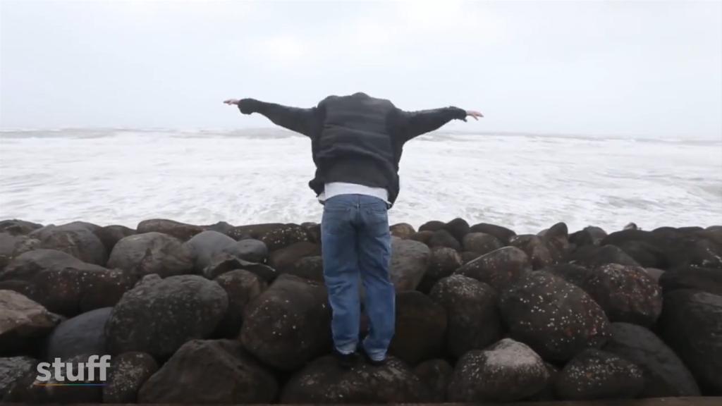 Huge winds pummel New Zealand