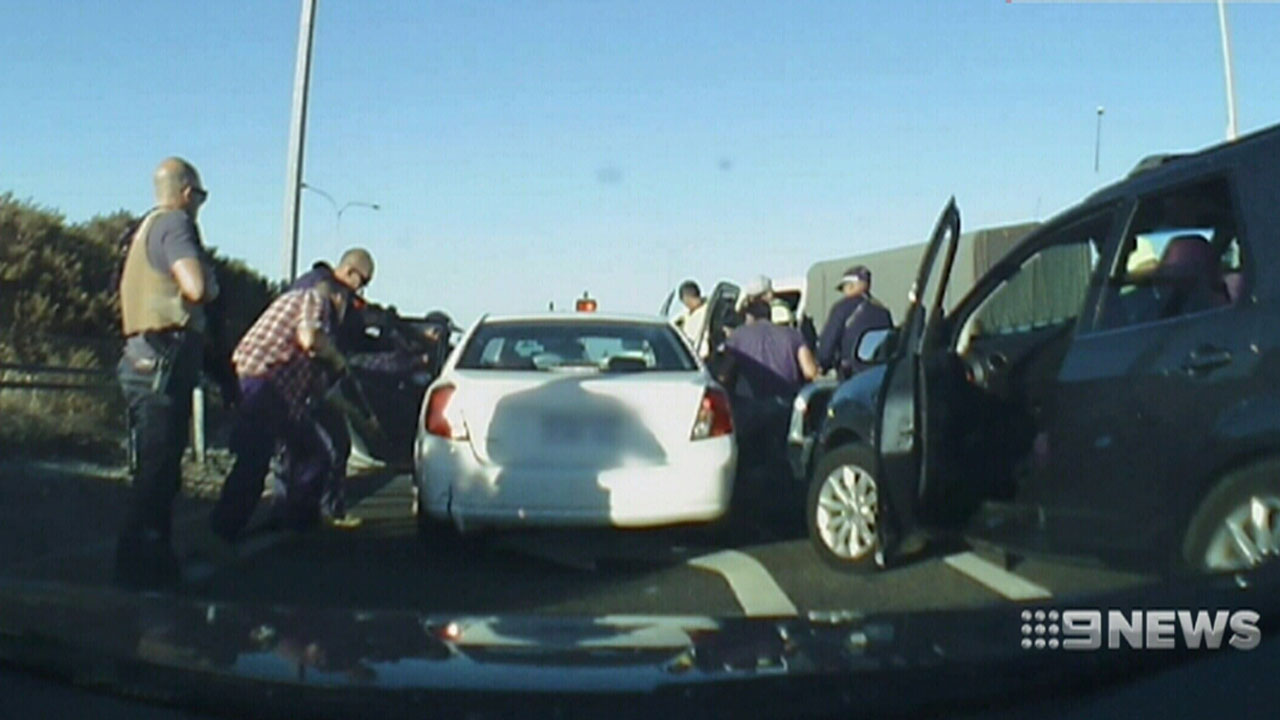 Police stop peak hour traffic to make dramatic arrest