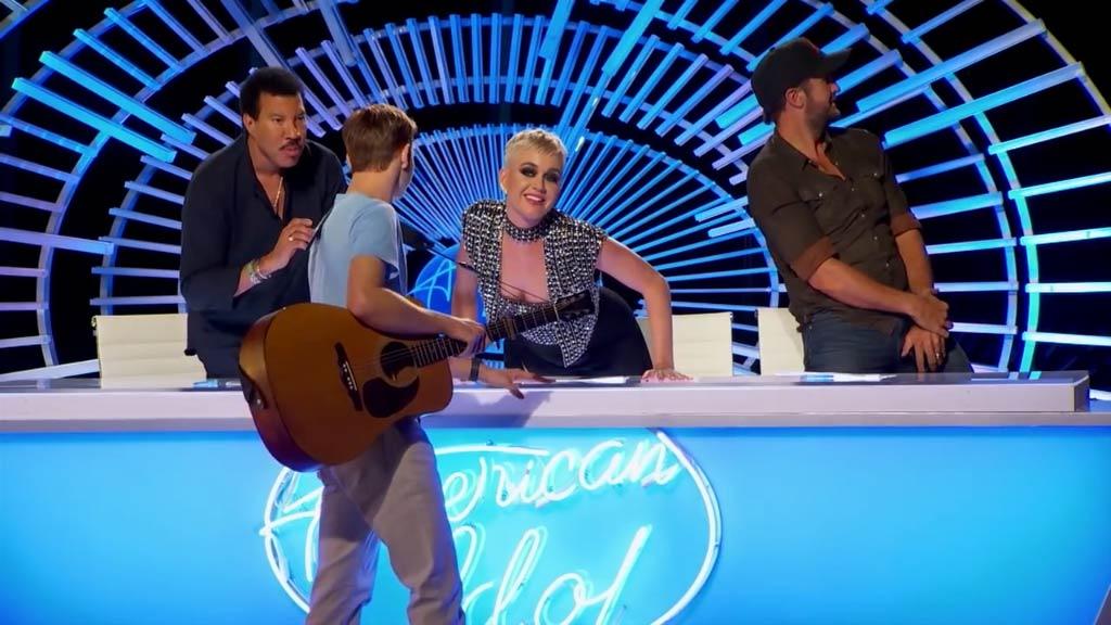 Katy Perry kisses American Idol contestant