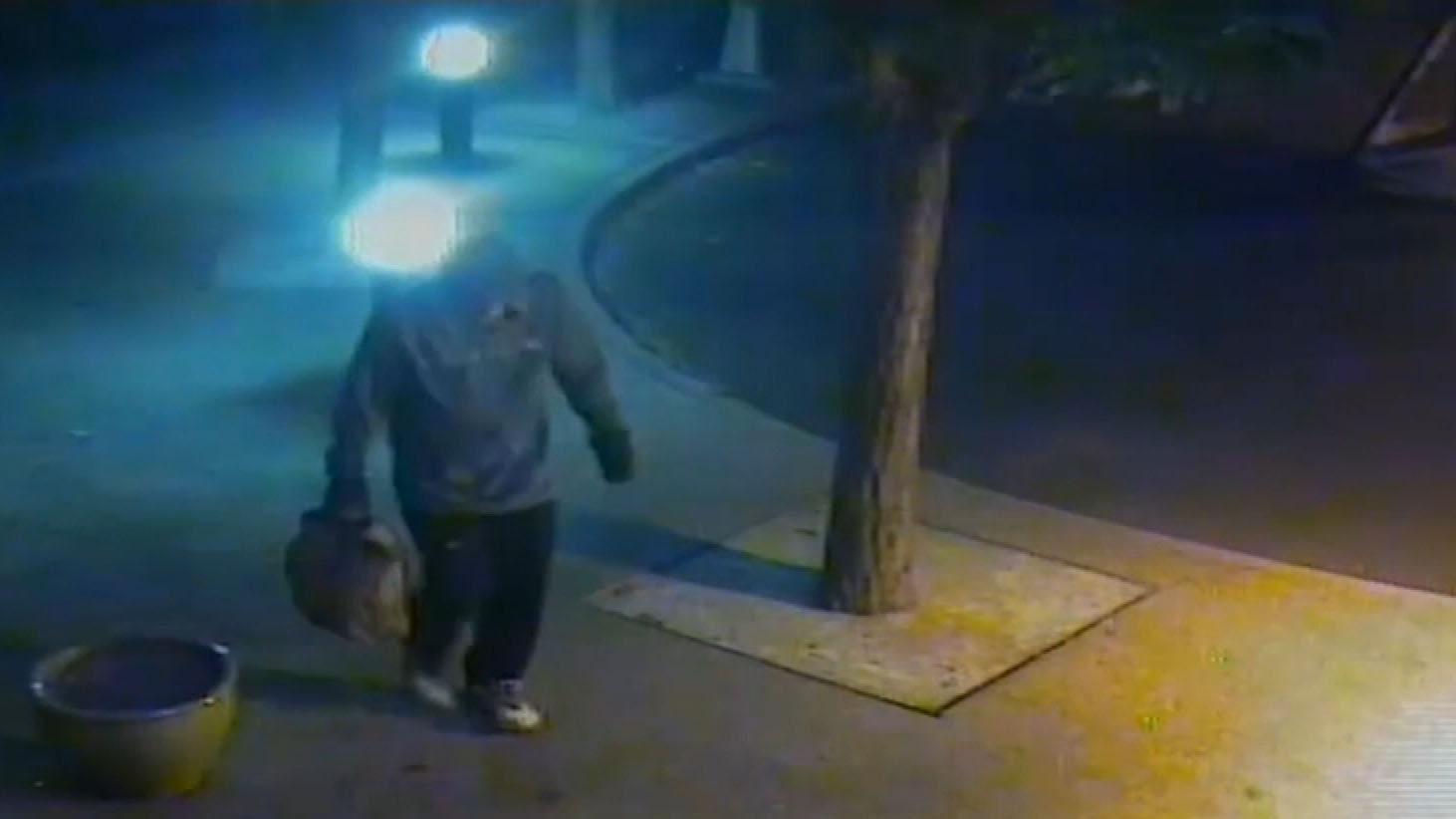 Man leaves suspicious device outside Melbourne court