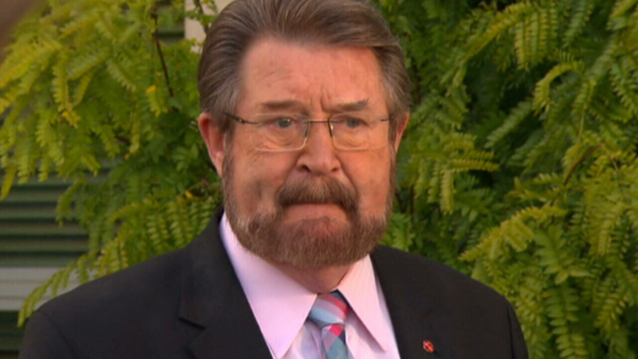 Derryn Hinch demands exclusion of big banks from tax cuts