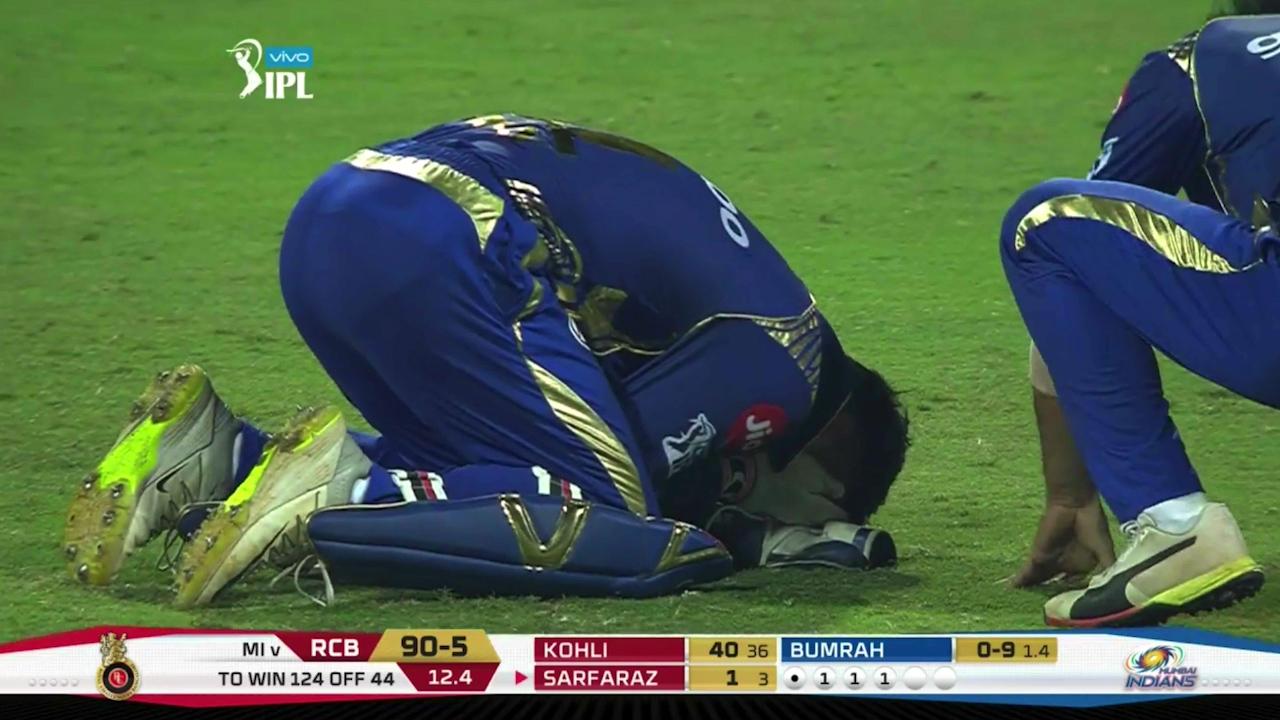 Wicketkeeper cops nasty blow in IPL