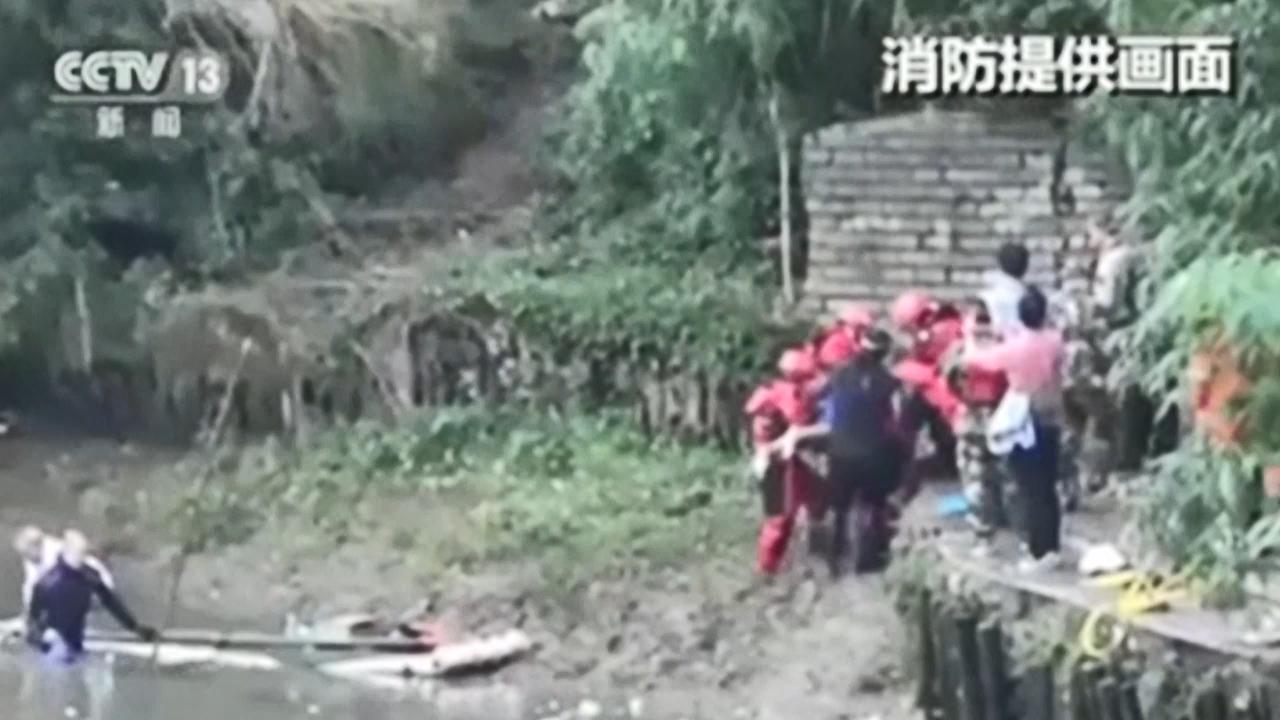 Seventeen dead after dragon boats capsize