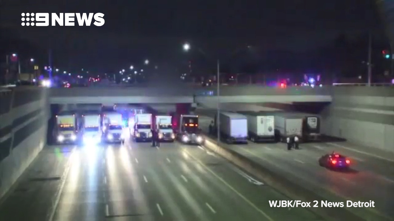 Truckers help save suicidal man