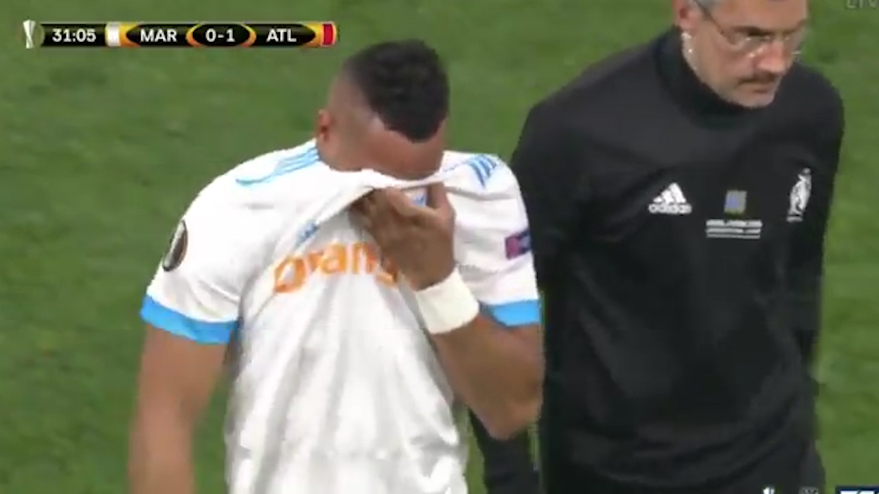 Payet leaves pitch in tears.