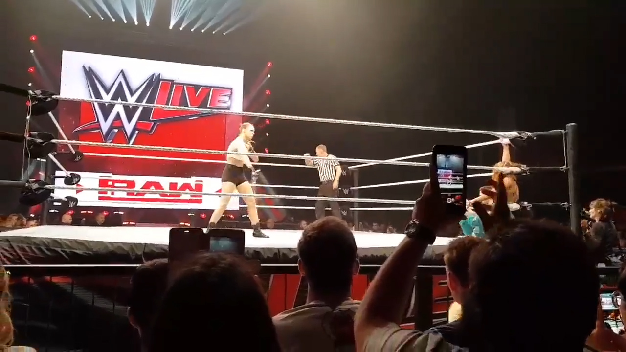 Rousey impresses in WWE live debut