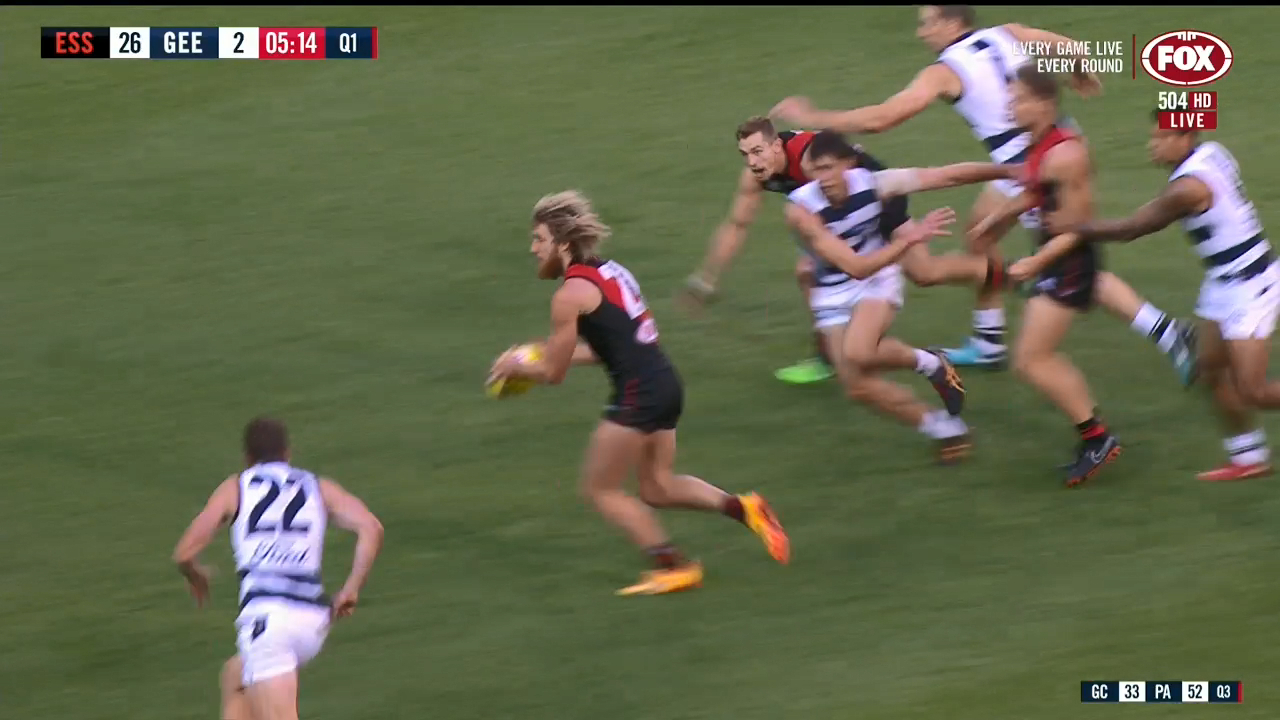 Dyson Heppel kicks for Bombers