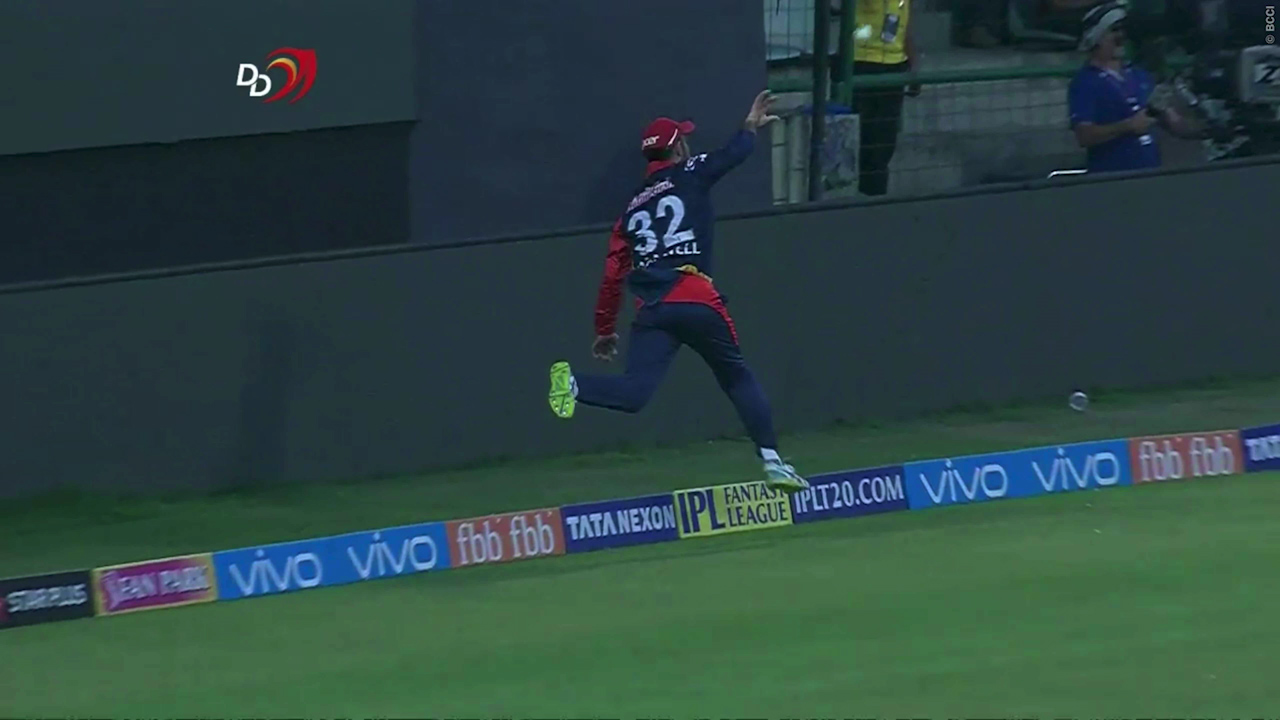 Maxwell relay catch end Pollard's innings