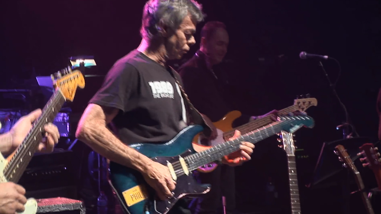 Phil Emmanuel plays guitar to 'Sultans of Swing' at the Brothers in Arms concert