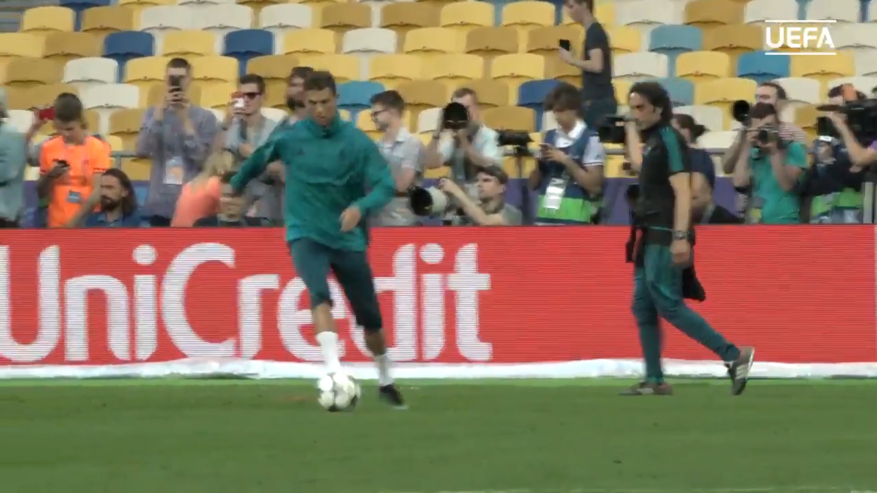 Ronaldo gives cameraman stitches
