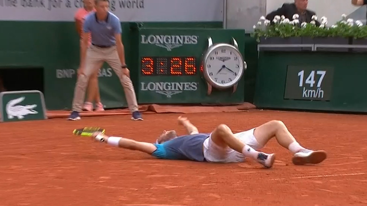 Big names tumble out of French Open