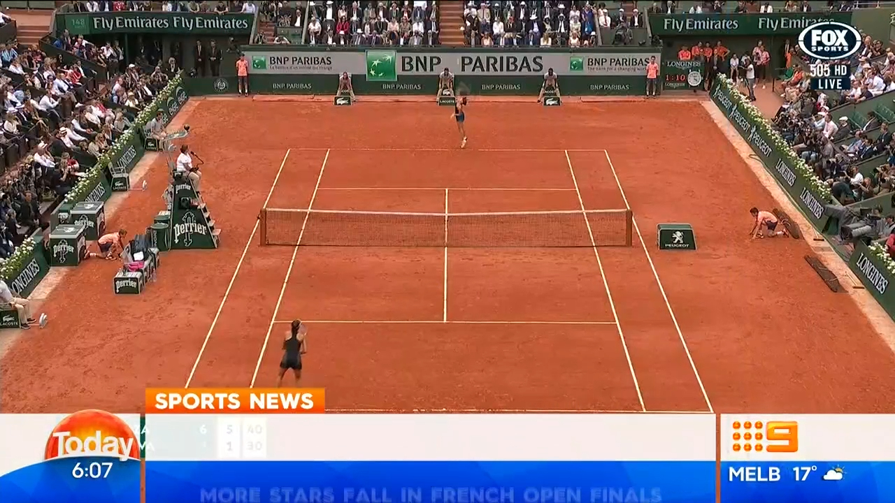 Sharapova crashes out of French Open
