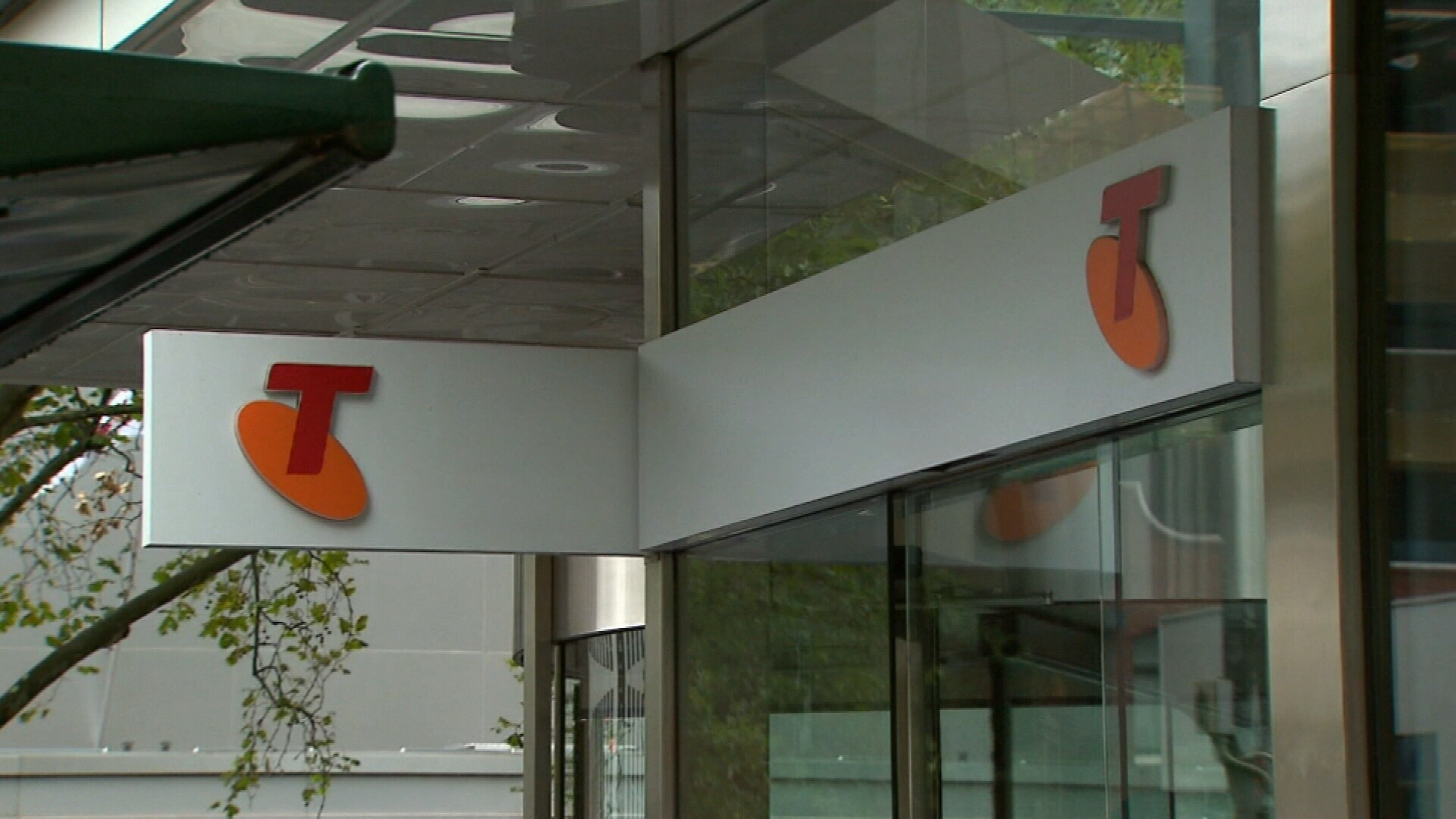 Telstra cuts workforce