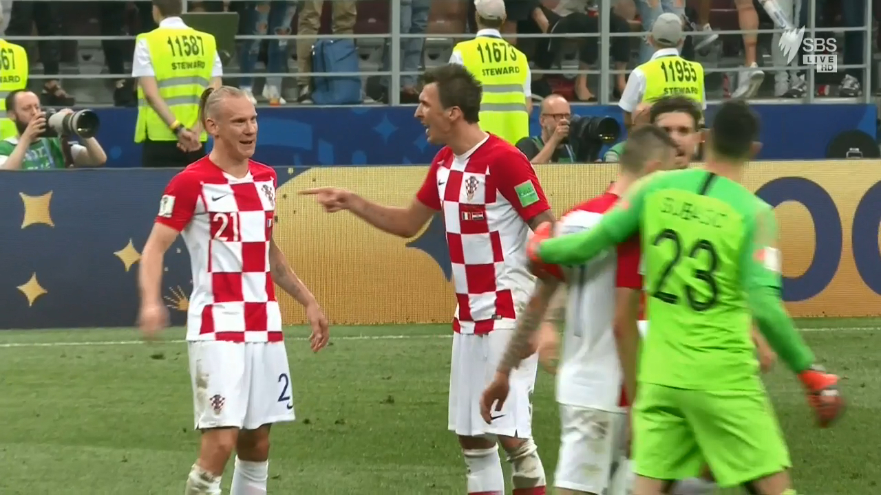 Vida clashes with Mandzukic