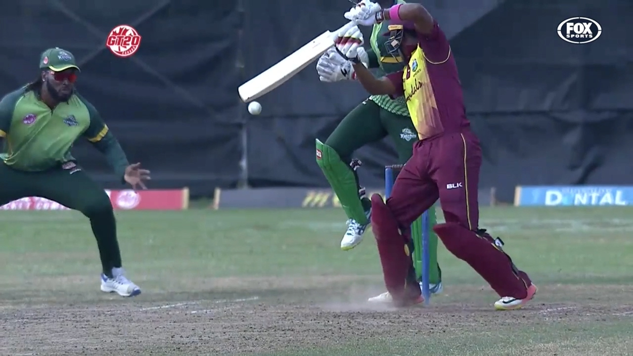 Chris Gayle takes one-handed screamer in Canada