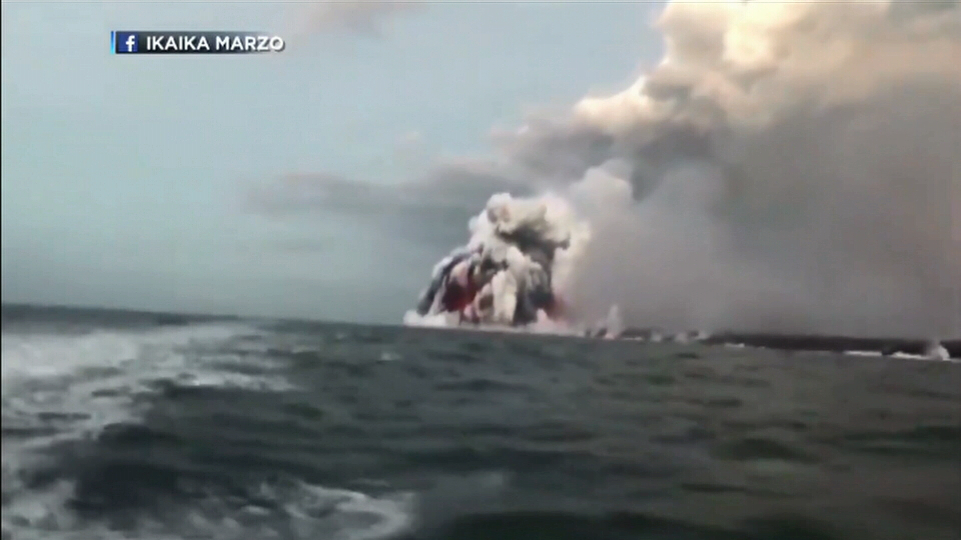 Exploding lava hits Hawaii tour boat