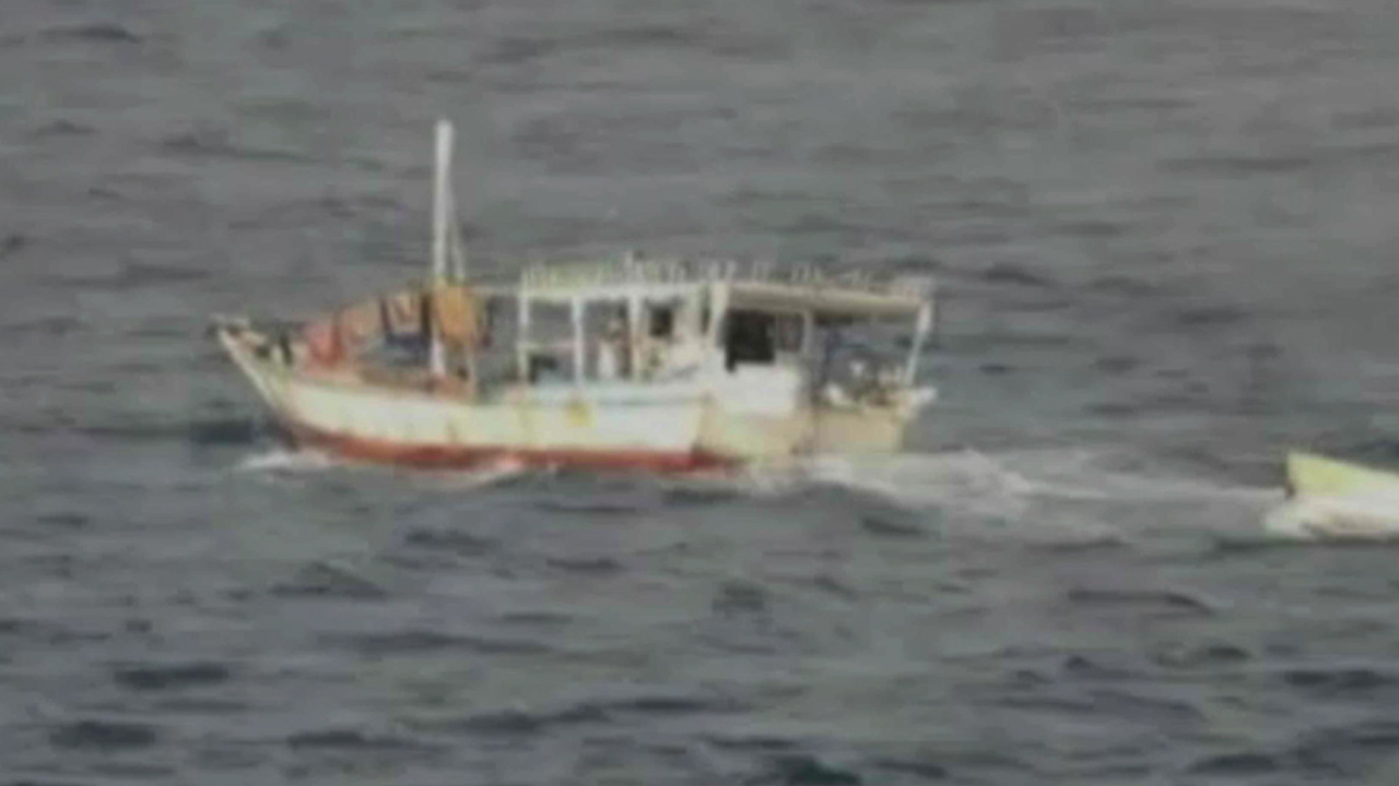 Royal Navy captures 13 Somali pirates