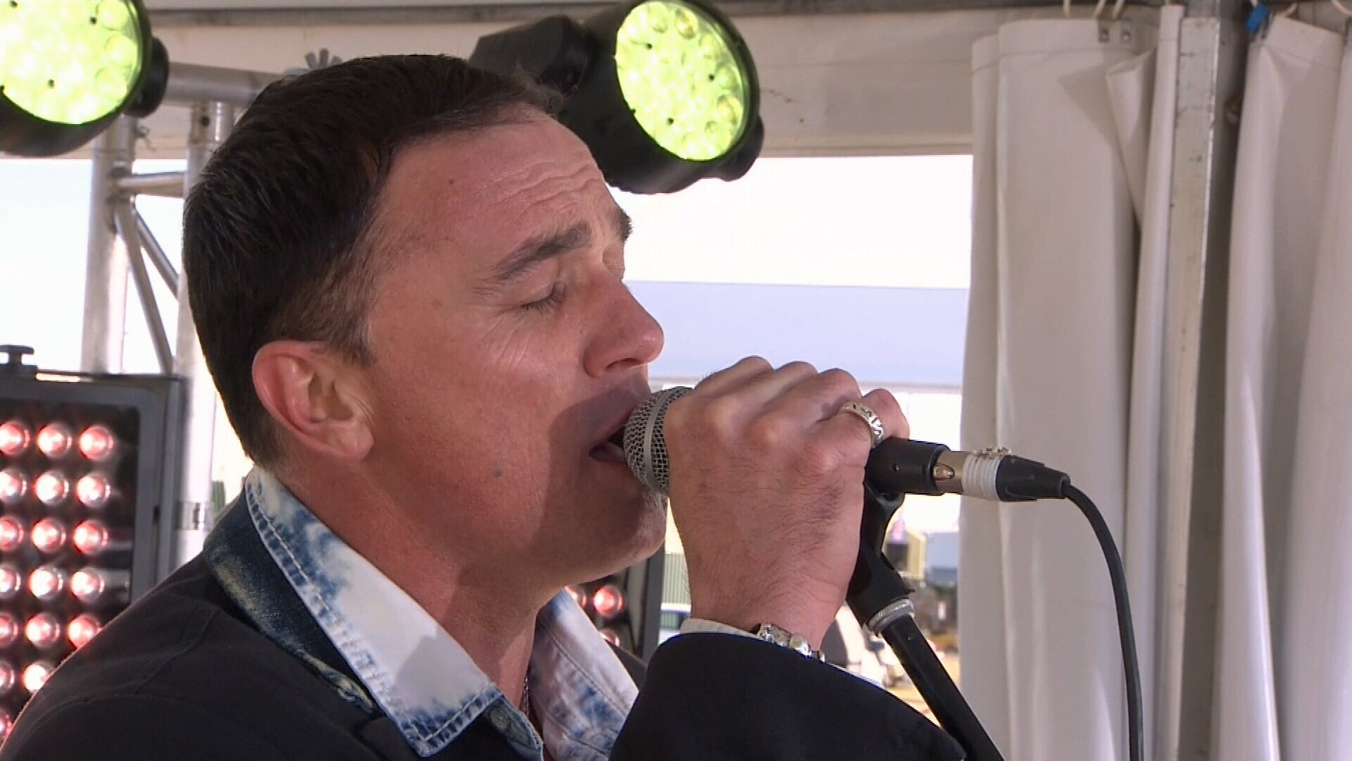 Shannon Noll performs for the drought relief fund