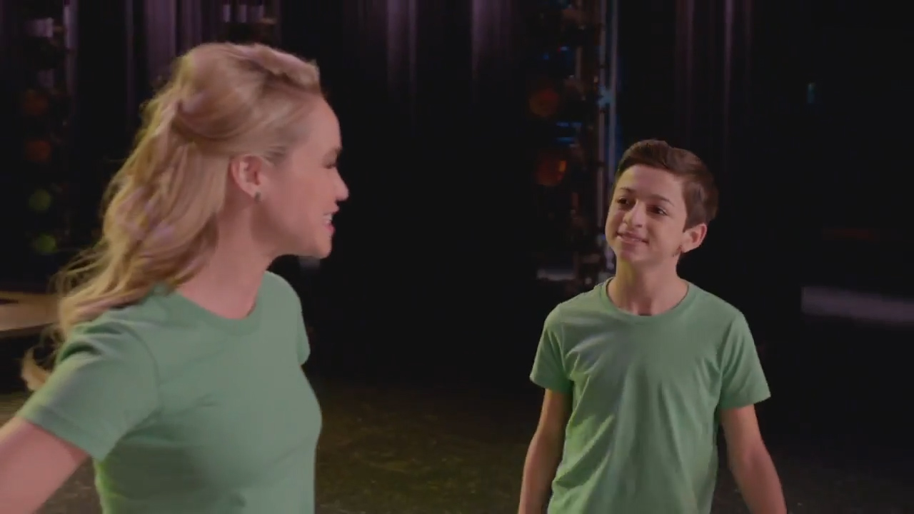 Josie Totah appears as Myron Muskovitz on 'Glee'