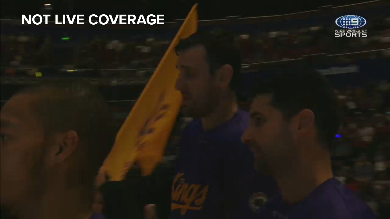 Bogut makes Kings entrance