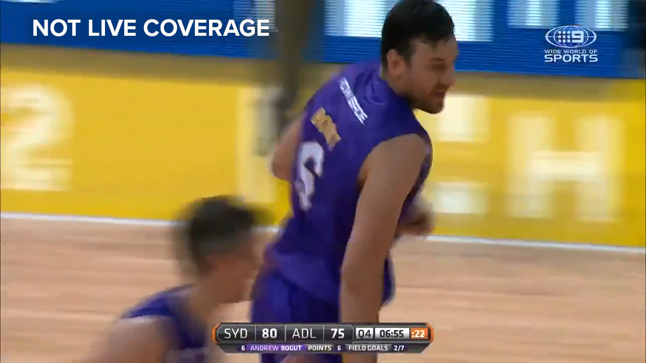 Bogut slams it down