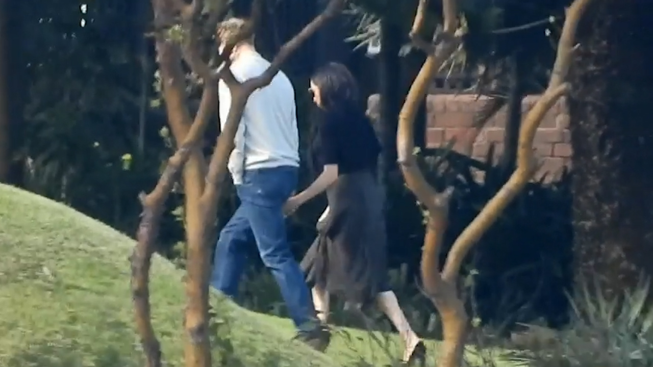 Harry and Meghan touch down in Sydney