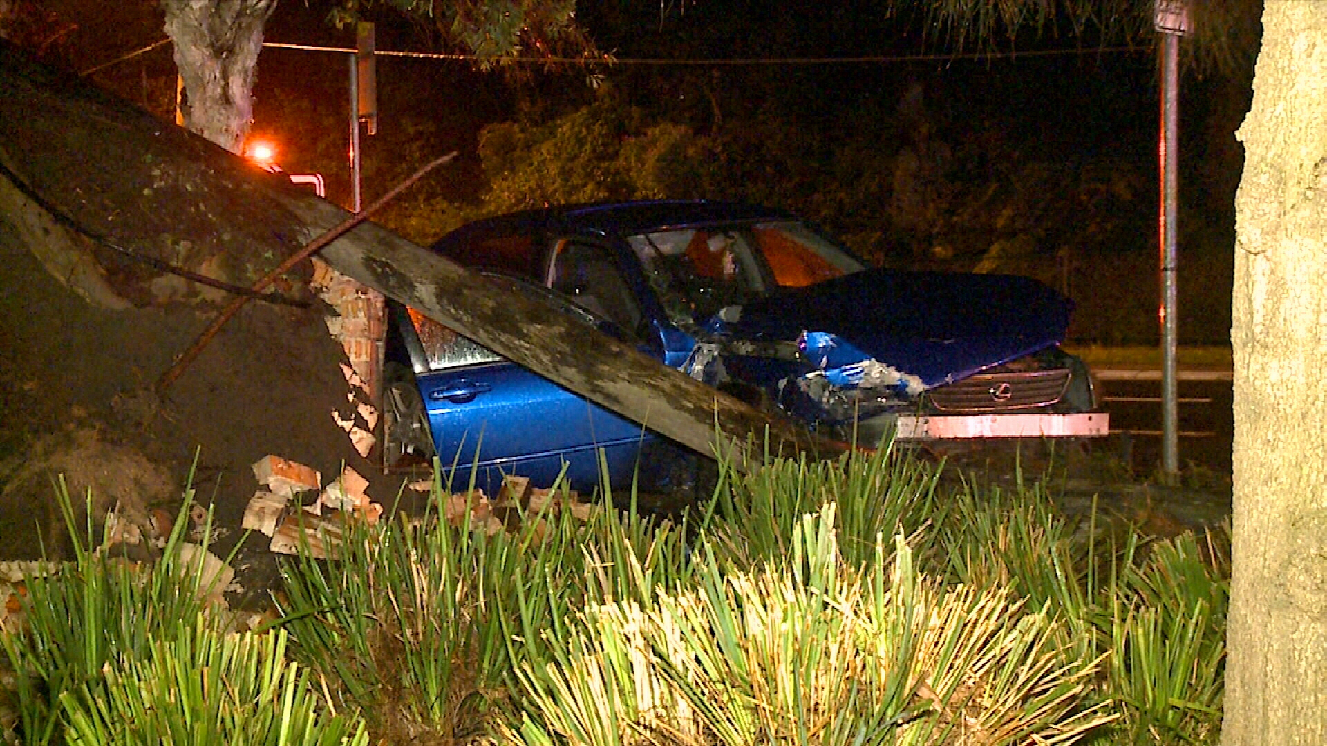 Driver flees scene after car crashed into pole