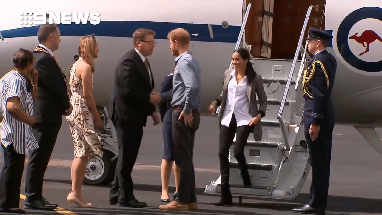 Prince Harry and Meghan land at Dubbo airport
