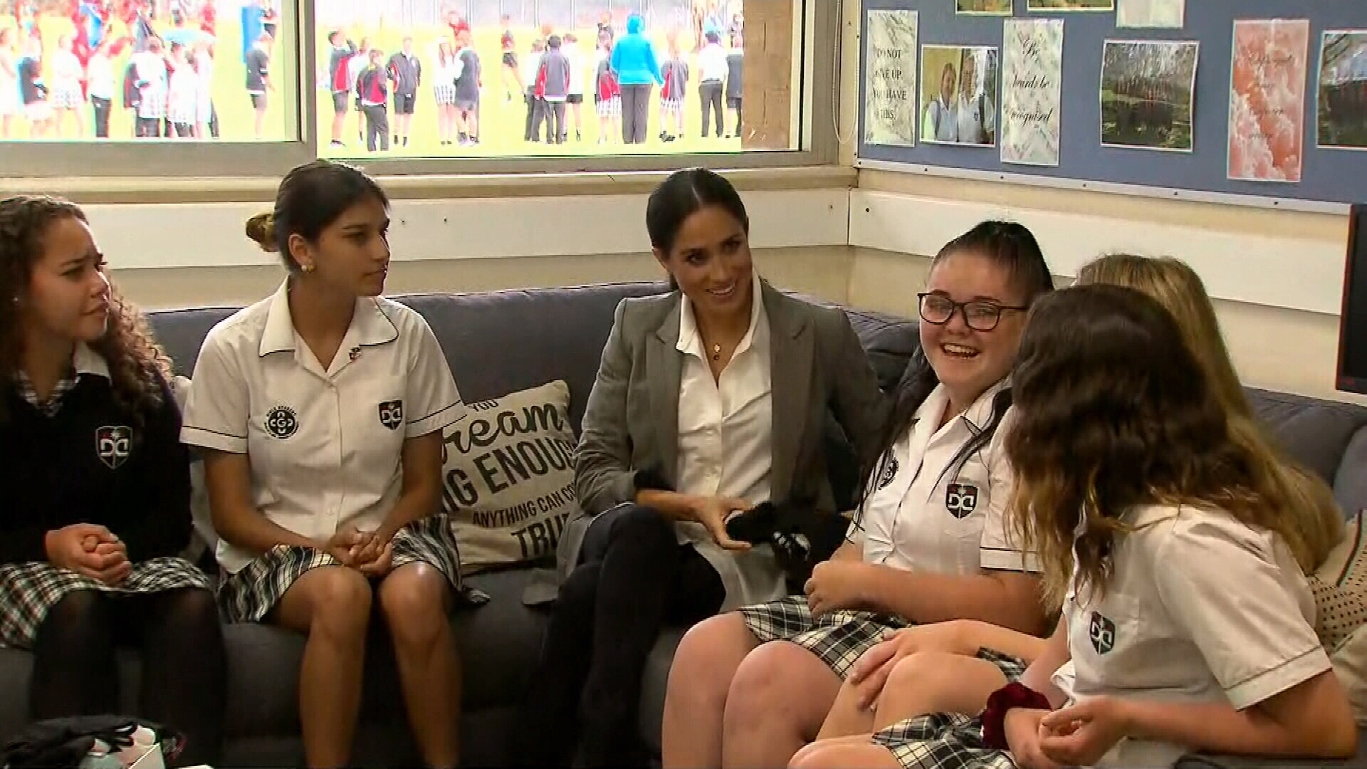Meghan sits down with students from Dubbo