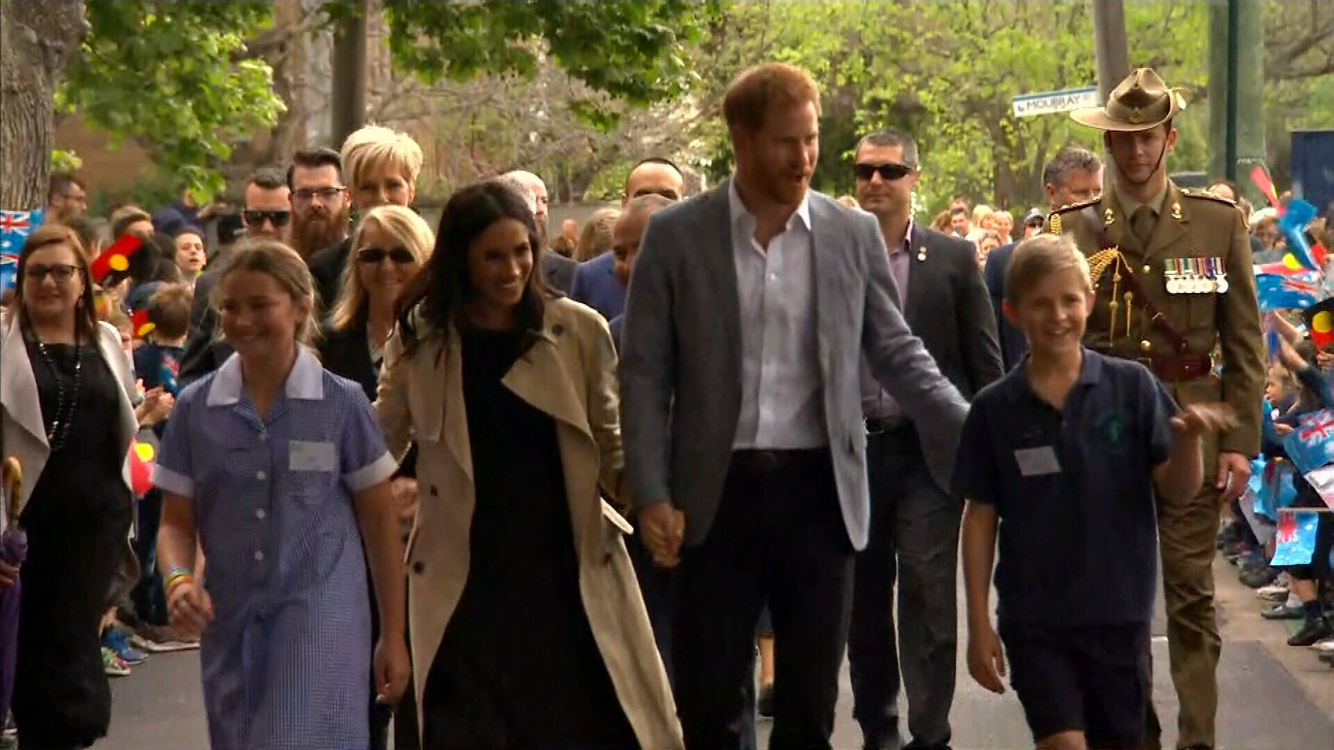 Prince Harry and Meghan arrive at Melbourne school