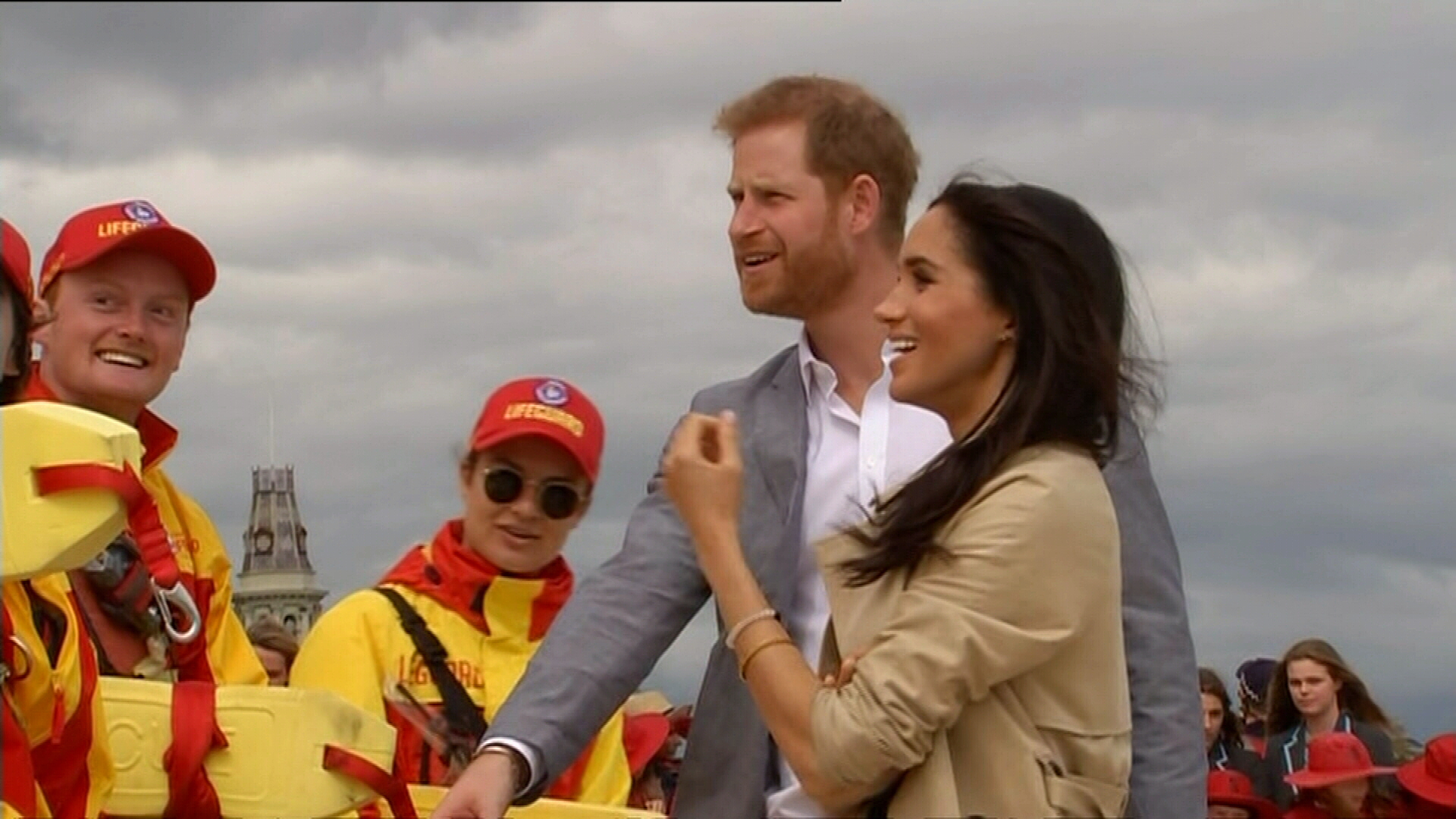 Prince Harry and Meghan meet with volunteers at Melbourne beach