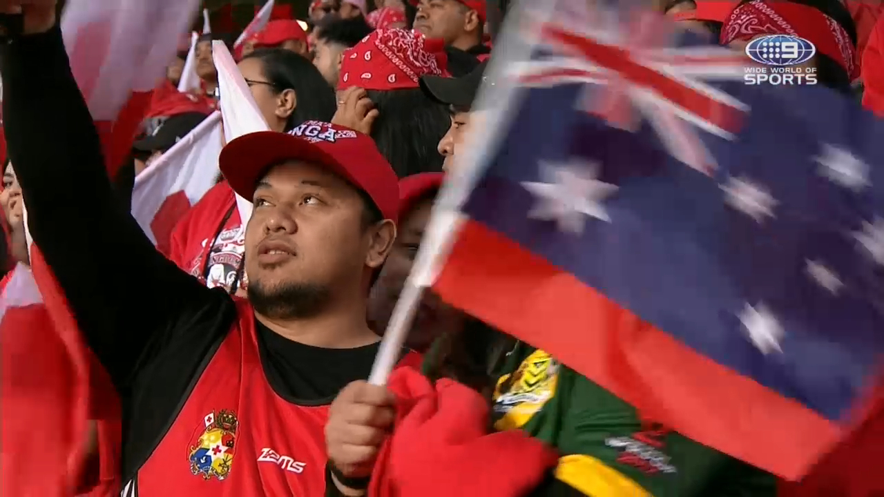 Tongan crowd sings Australian national anthem