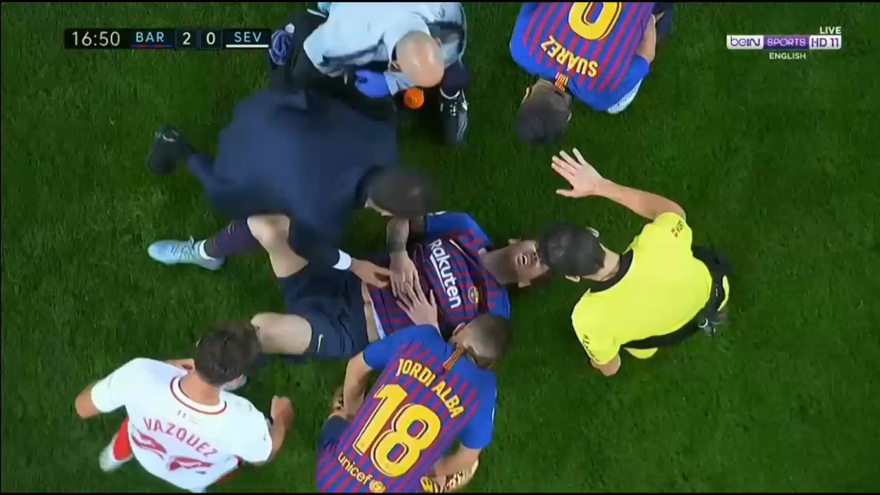 Messi leaves game with broken arm