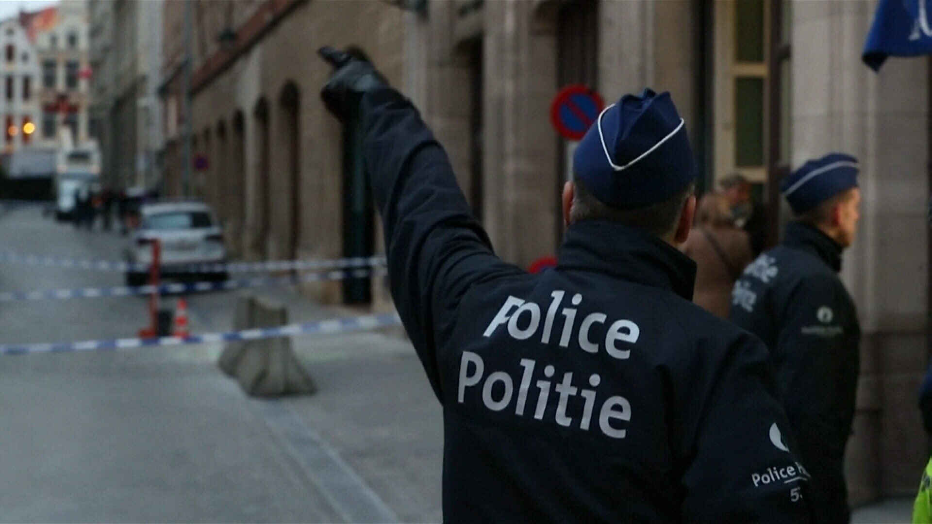 Belgian officer stabbed in the neck