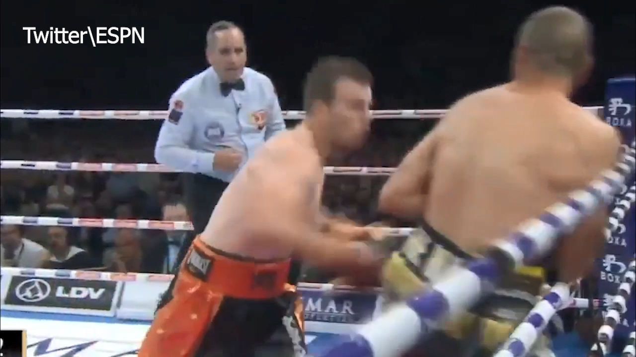 Horn knocks out Mundine
