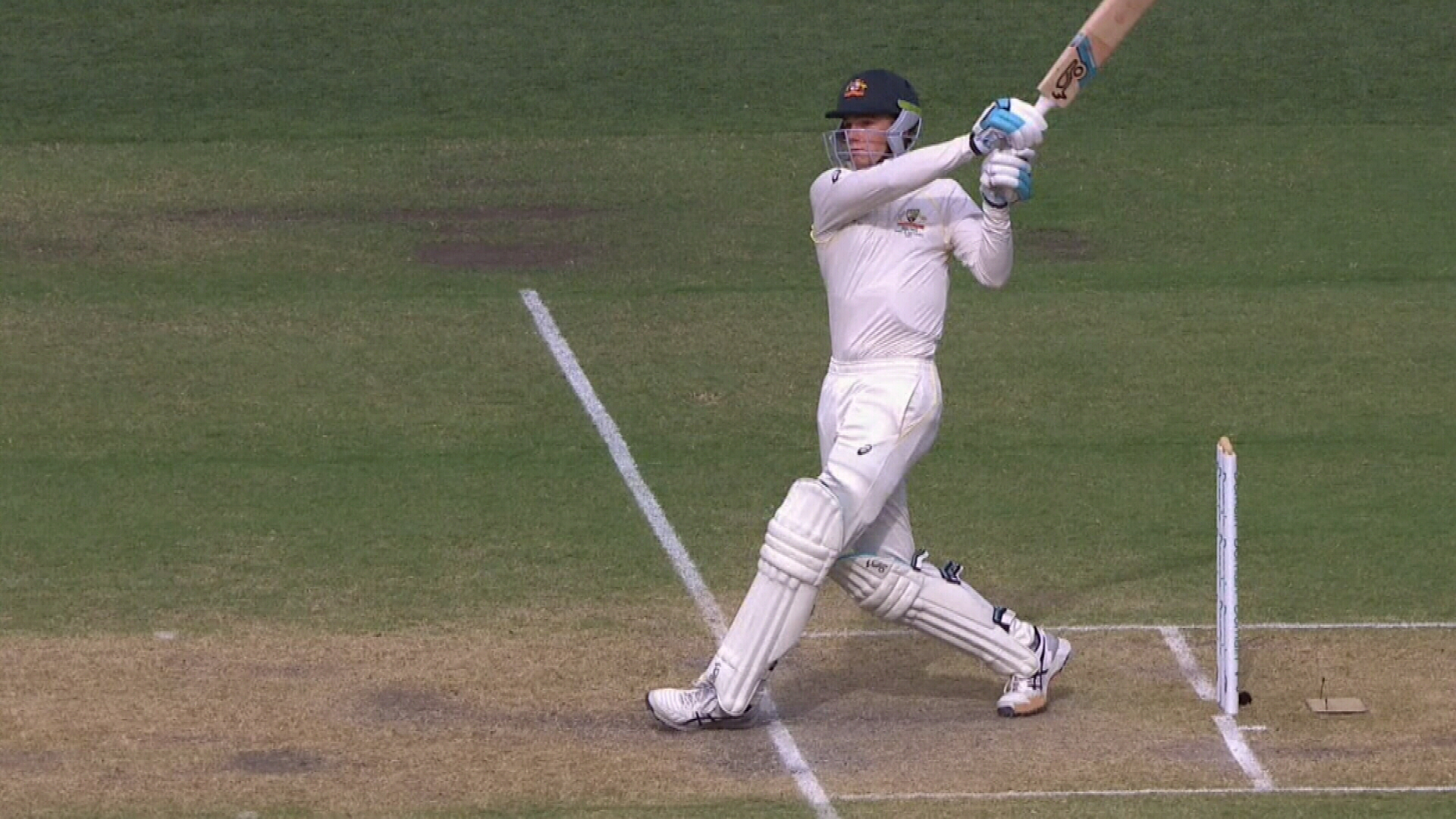 Handscomb holes out