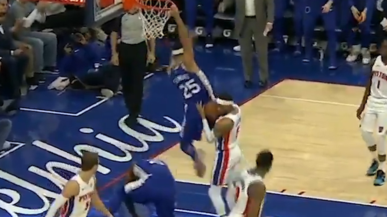 Simmons almost dunks on teammate