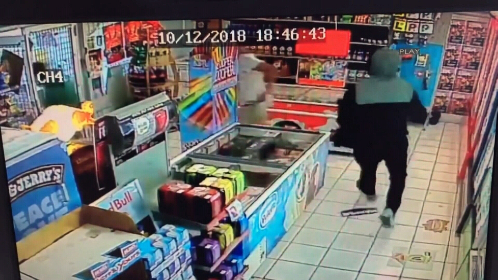 Machete-wielding thief attempts to hold up petrol station
