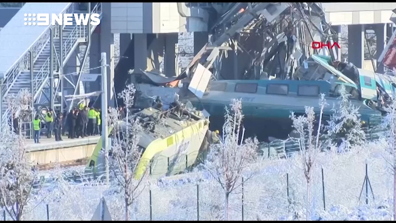 People rescued  from Turkey train wreckage