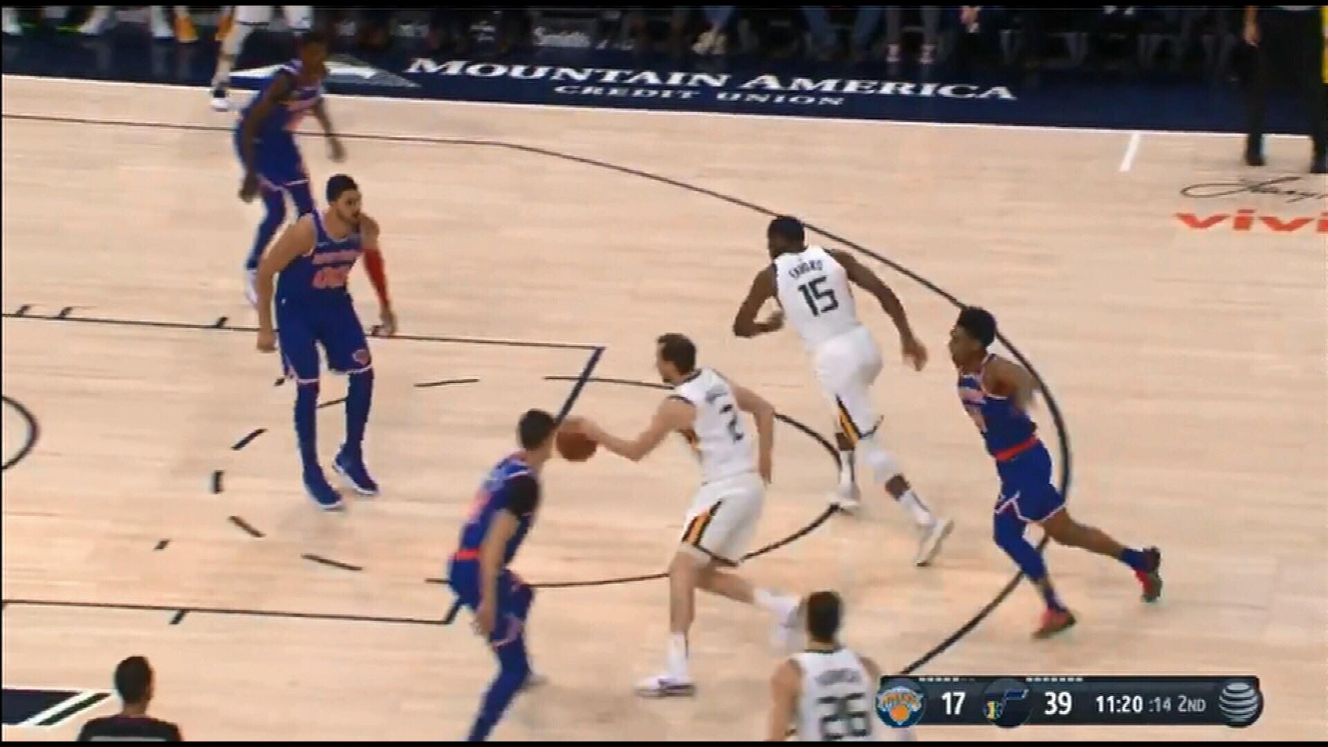 Exum helps Jazz to win over Knicks