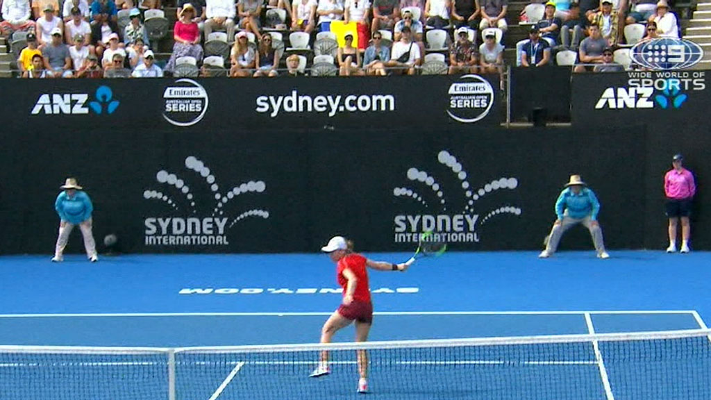 Barty stunner leads Aussies in Sydney