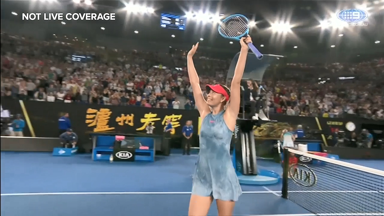 Sharapova knocks out reigning champ Wozniacki