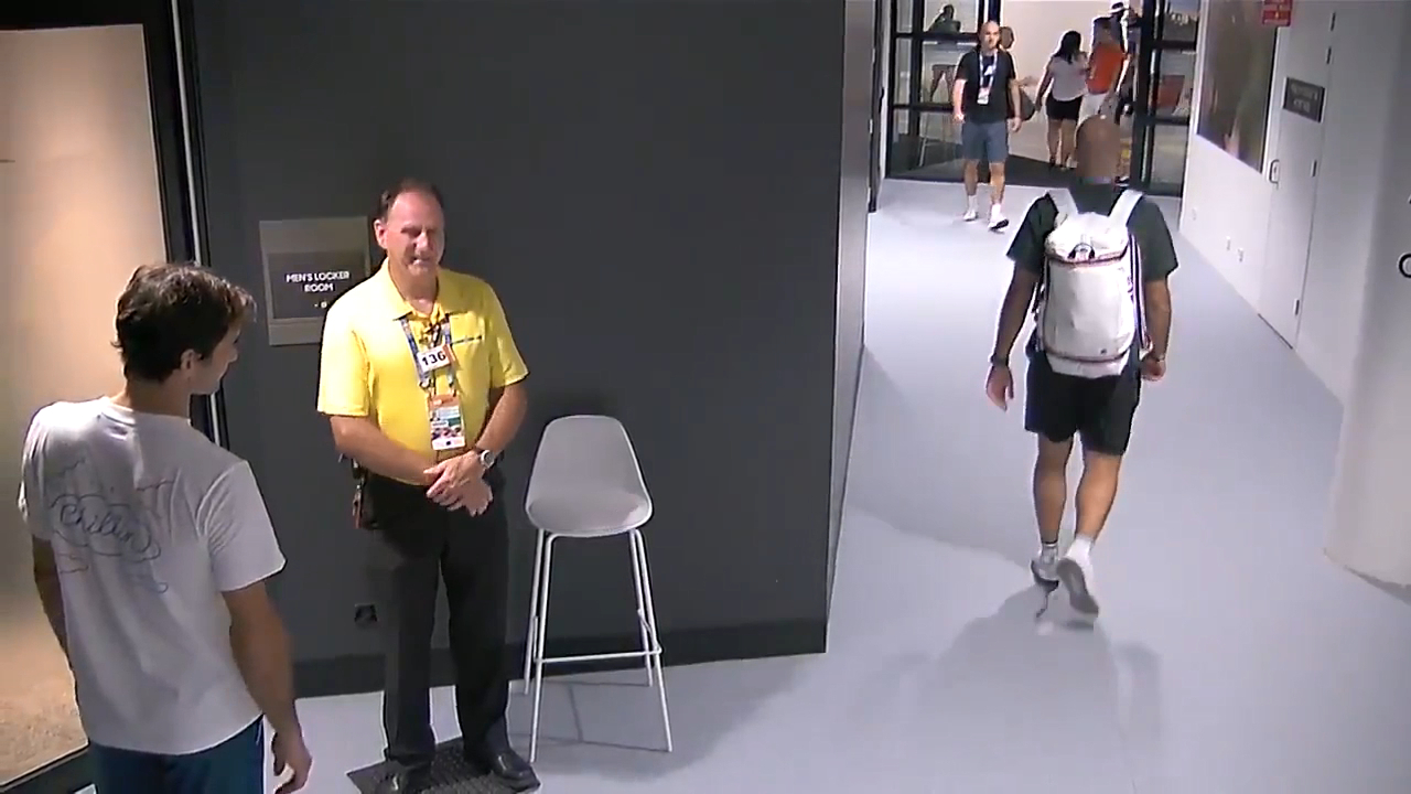 Federer stopped by security