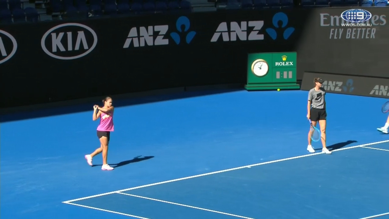 Barty's bizarre Sharapova warm-up