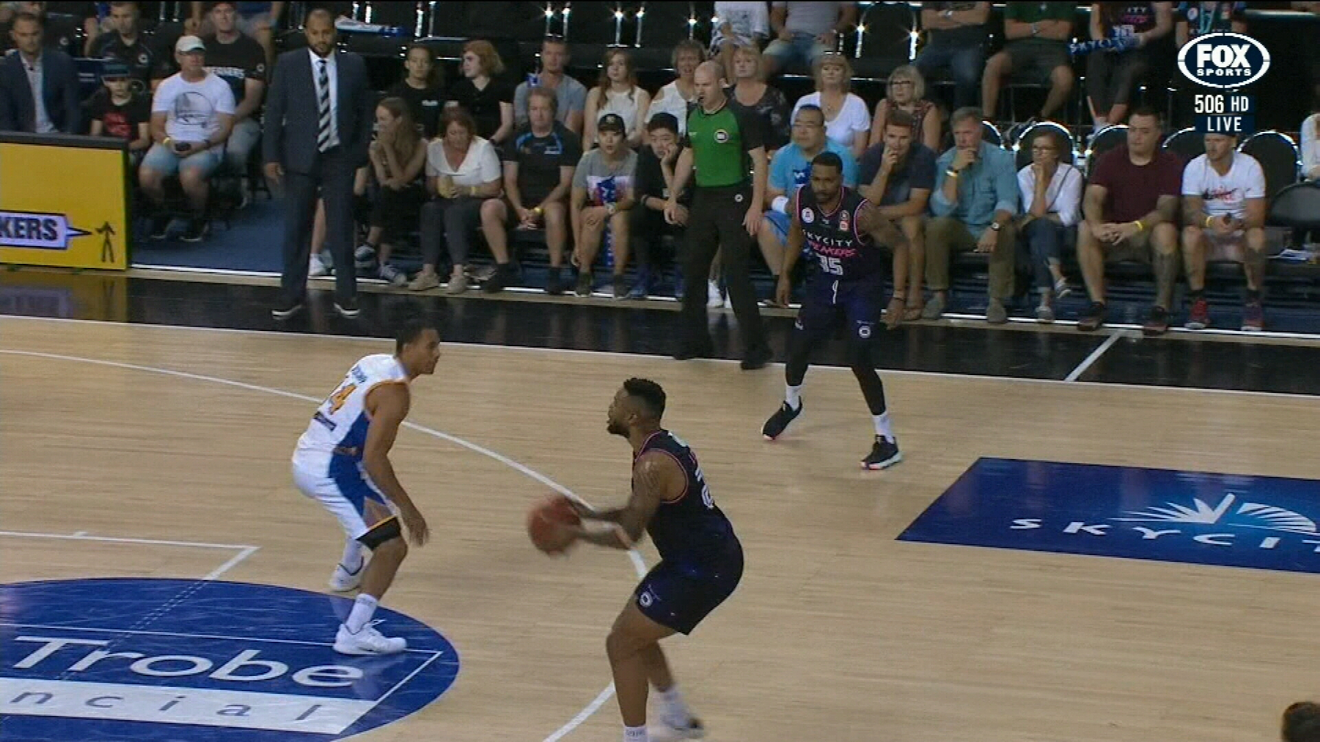 Wildcats smash Sydney Kings
