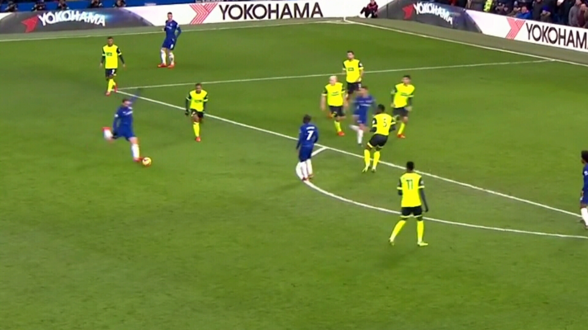 Chelsea hammers Huddersfield in EPL