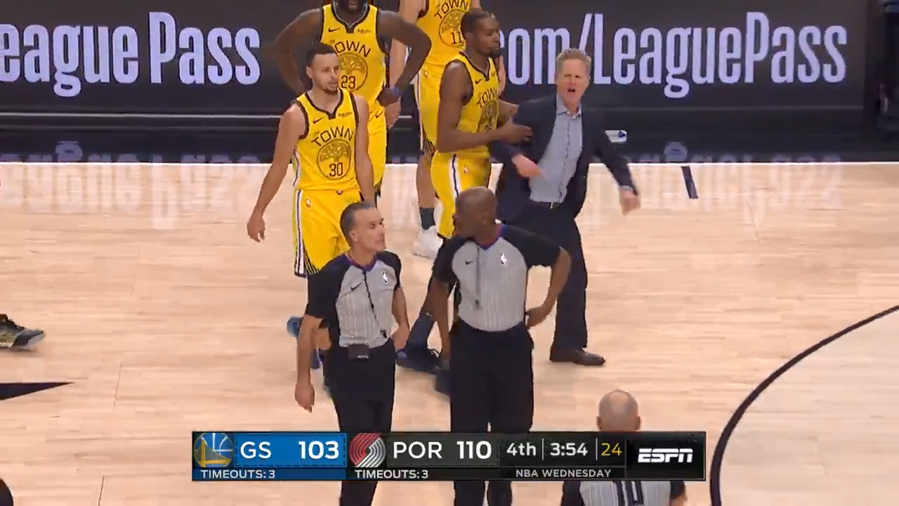 Warriors coach gets 'hot' over flagrant call